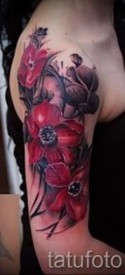 poppy tattoo on his arm – photos for an article about the importance of tattoos 3