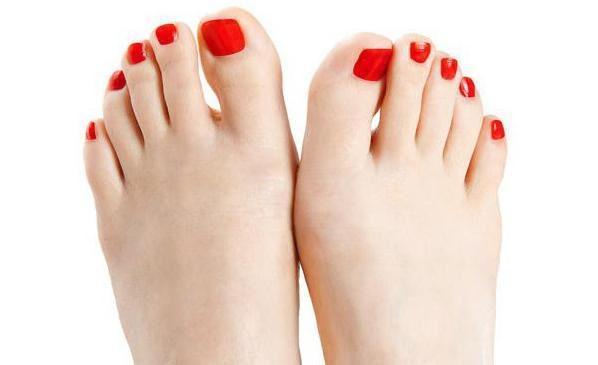 Сексуальность девушки пальцы ног